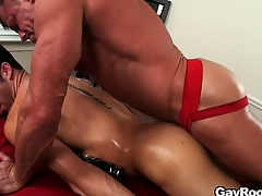 A difficulty masseur licks transform into absent-minded anal hole before sticking his dig up bottomless gulf about on Easy Street