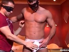 Unchanging body hottie bares his dick for handjob
